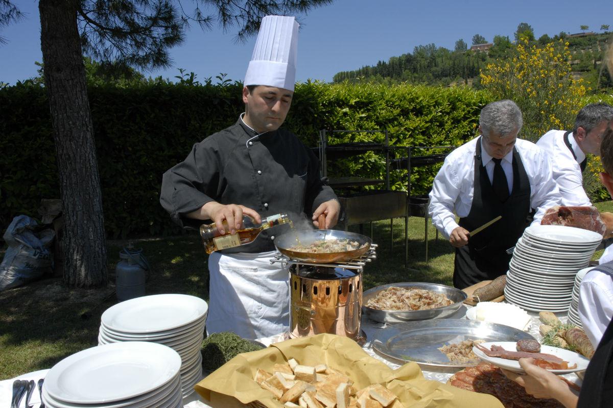 Buratti catering flambe sul buffet